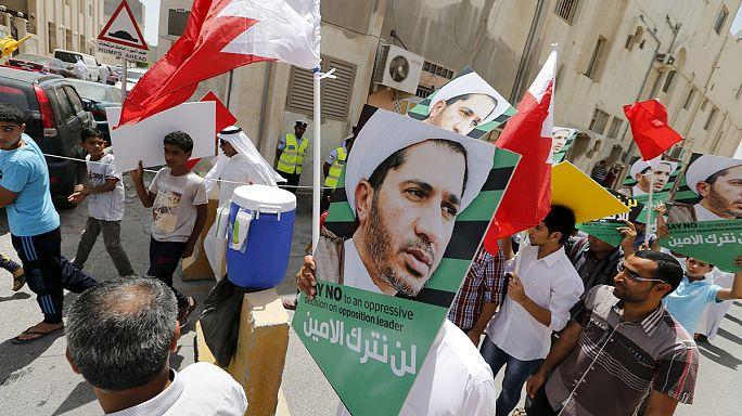 Ellenzéki vezető bebörtönzése miatt tüntetnek Bahreinben