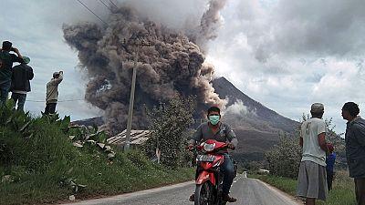 La vida retoma su curso tras la erupción del volcán Sinabung