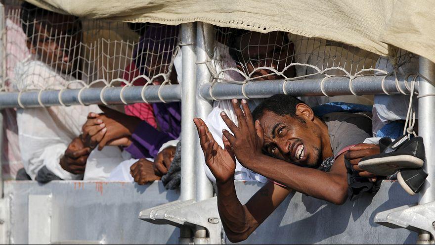 Más de 400 personas son rescatadas frente a las costas libias