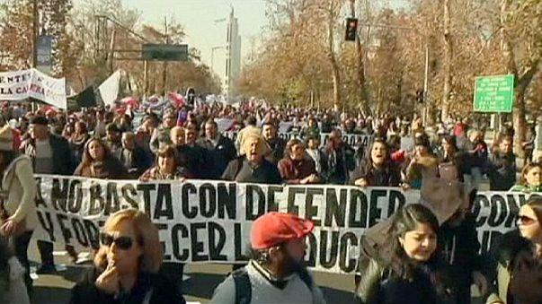 Protestas en Santiago de Chile contra la reforma educativa de la Presidenta Bachelet