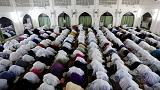 Muçulmanos iniciam mês sagrado do Ramadão