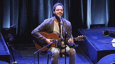 Portuguese singer Antonio Zambujo wows audiences in Lyon