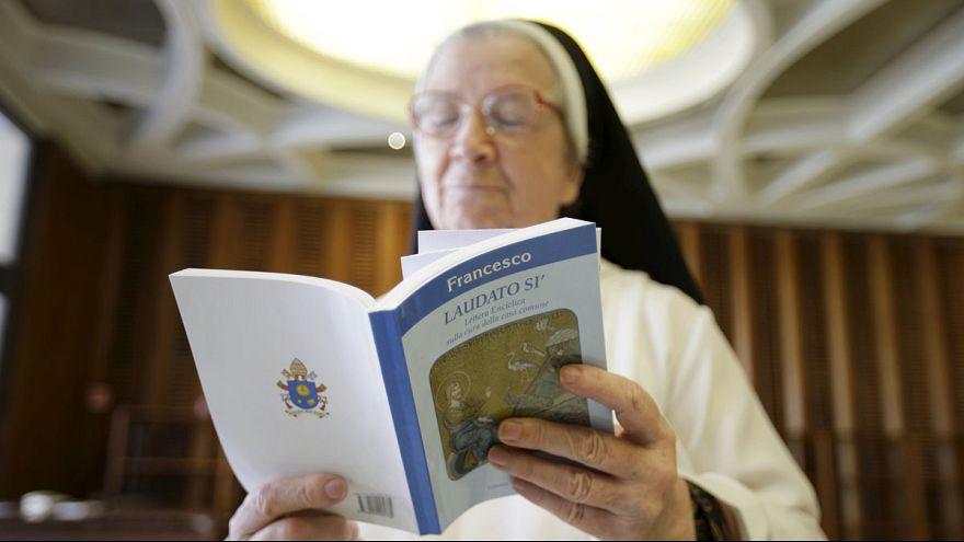 بابا الفاتيكان يدعو الى اجراءات لمكافحة الاحتباس الحراري