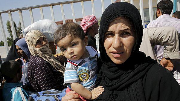 Tal Abyad: sokezer szíriai menekült tart hazafelé Törökországból