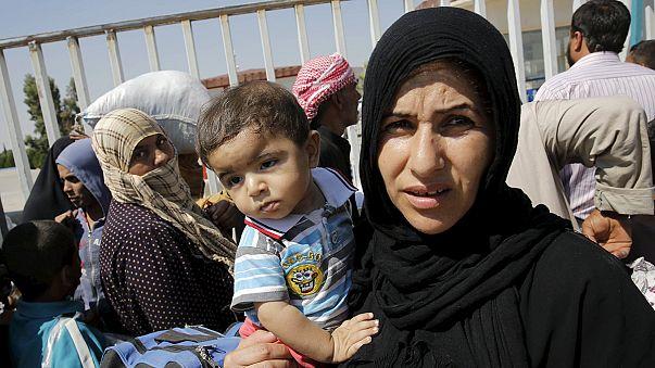 Des centaines de réfugiés bloqués à Akçakale, point de passage entre la Turquie et la Syrie