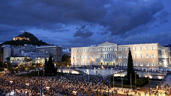تظاهرات في أثينا تطالب الحكومة التمسك بمنطقة اليورو