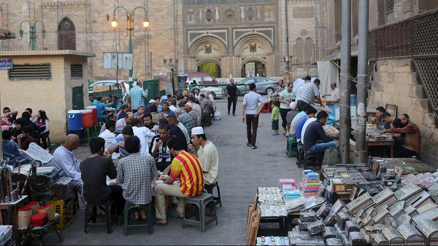 Ramadán Kairóban: napnyugta után kezdődik a lakoma