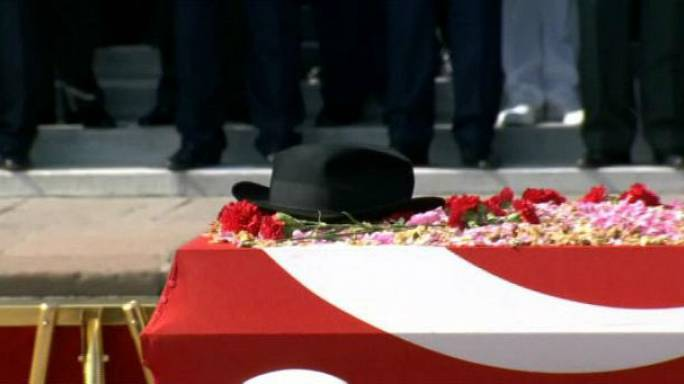 Fotoğraflarla Demirel: Meşhur fötr şapkasıyla son yolcuğuna uğurlandı