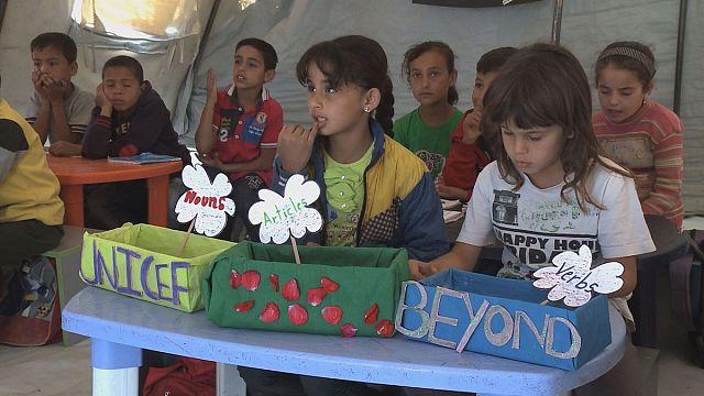 Suriye'de savaşan halkların çocukları birbirlerinin dilini öğreniyor