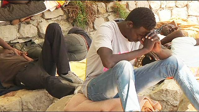 Italy: stranded migrants mark Ramadan on the rocks