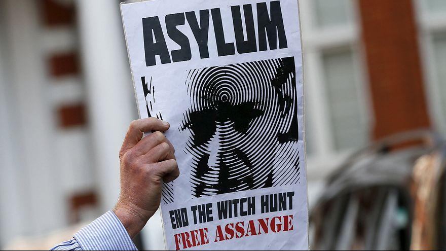 Julian Assange, da tre anni rinchiuso all'ambasciata dell'Ecuador a Londra