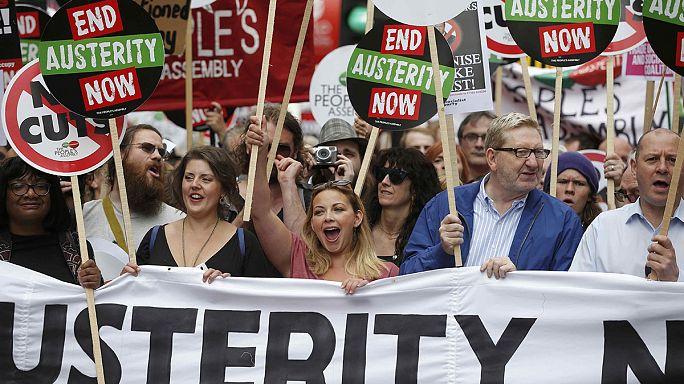 Londra'da on binlerce kişi kesintilere 'artık yeter' dedi