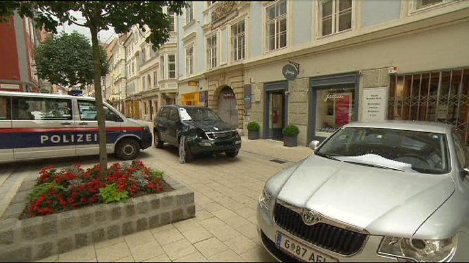 Autós ámokfutó hajtott a tömegbe Grazban