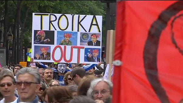 Manifestantes contra a austeridade solidários com a Grécia