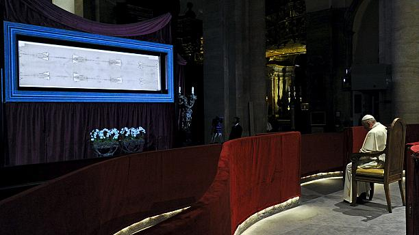 Pope prays before Shroud of Turin during northern Italy visit