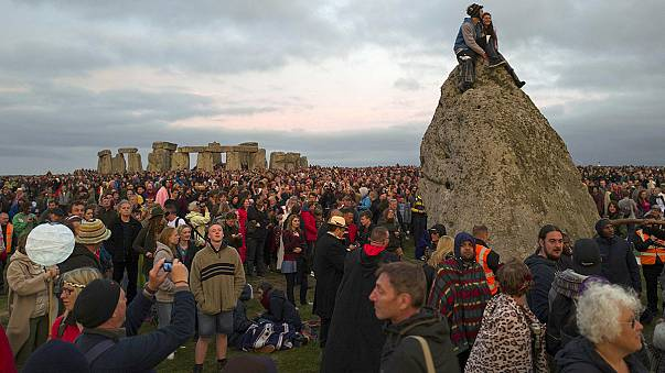 Here comes the sun: Thousands mark summer solstice at Stonehenge