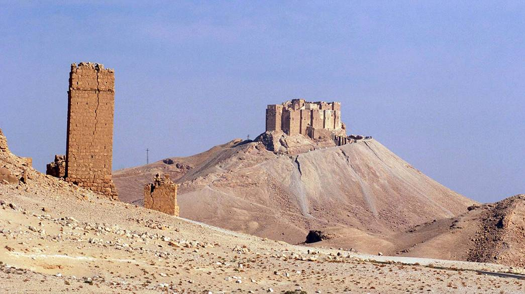 ISIL militants lay explosives in Syria's ancient city of Palmyra