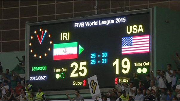 Iranische Volleyballfans feiern 3:0-Sieg über USA