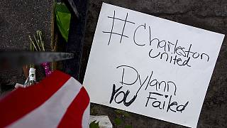 EUA: corrente humana e missa emotiva em Charleston