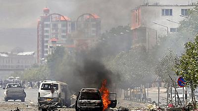 Kabul, assalto taleban al Parlamento. Una decina di bombe, diverse vittime
