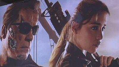 """Schwarzenegger, quelques en rides en plus, à la première européenne de """"Terminator Genisys"""" à Berlin"""
