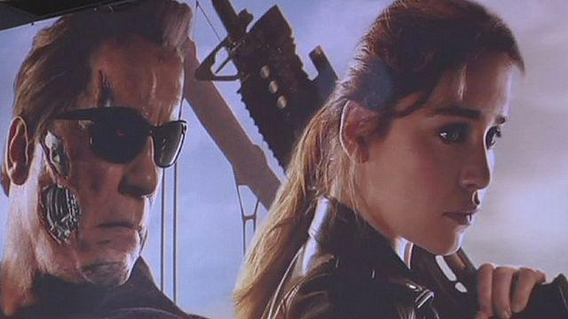 Schwarzeneggerre még mindig jó a T-800-as kiborg jelmeze