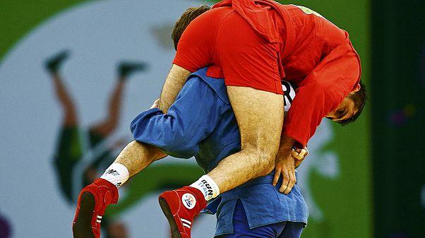 Europaspiele in Baku: Sambo-Sieger zeigt Sportsgeist