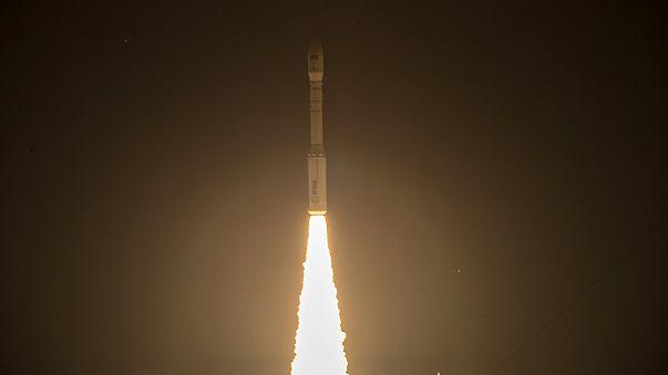 Vega-Rakete bringt EU-Satelliten ins All