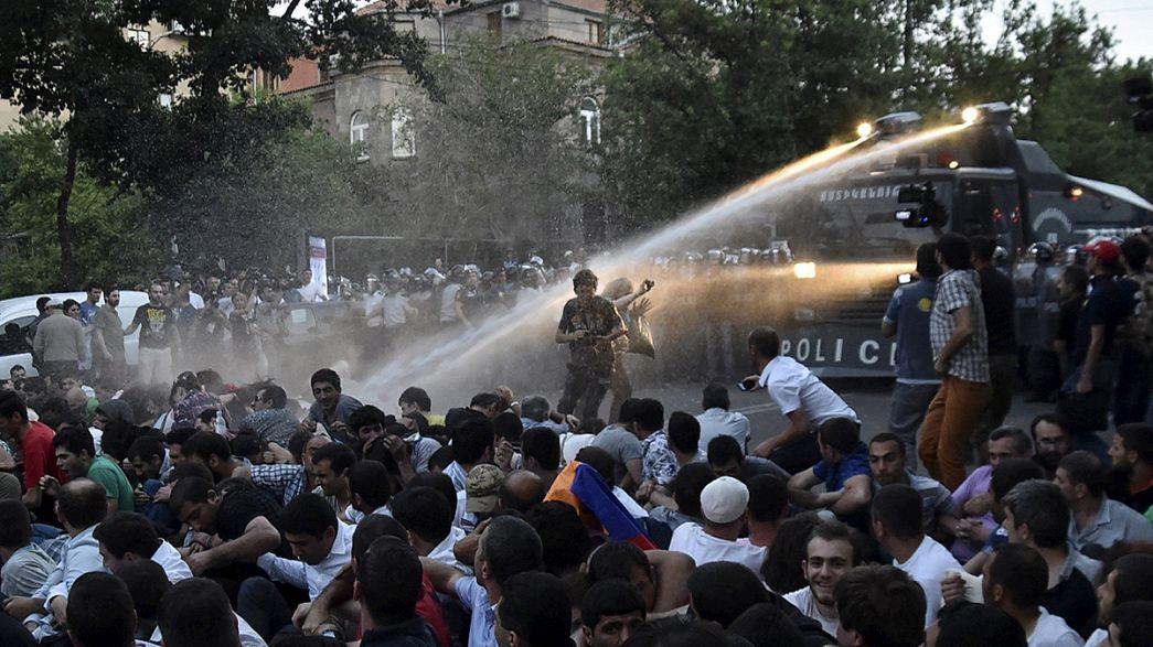 Armenien: Wasserwerfer gegen Demonstranten