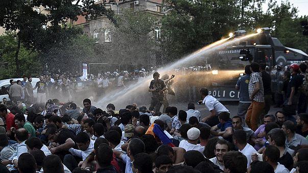 "Ереван: полиция разогнала ""электромайдан"""
