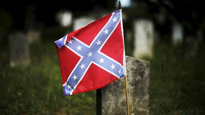 Vita a fehérek felsőbbrendűségét hirdető zászlóról Dél-Karolinában