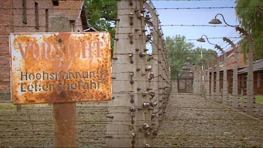 Adolescentes britânicos detidos por roubo em Auschwitz