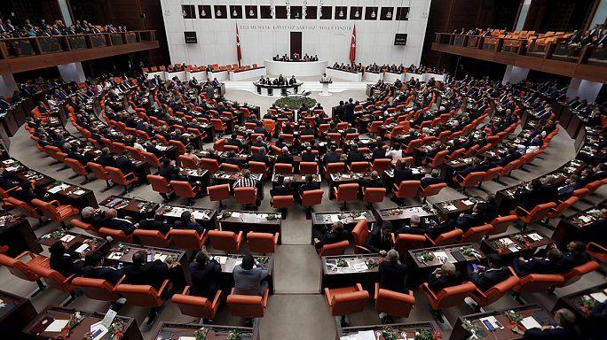 Session d'ouverture pour le nouveau parlement turc