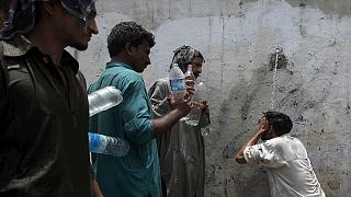 Hundreds die in Pakistan heatwave