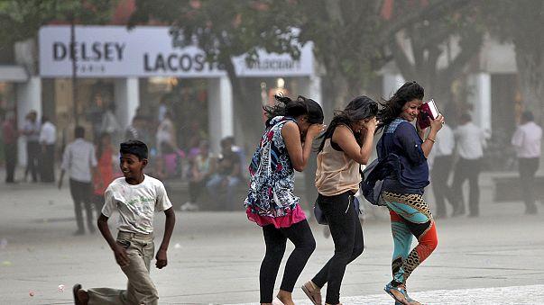 باران های موسمی در هند موجب جاری شدن سیل شد