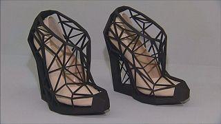 """""""A cipő öröm és fájdalom"""" - a Victoria and Albert Múzeum kiállítása"""