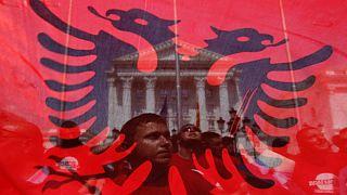Balkán: újra robbanhat a lőporoshordó?