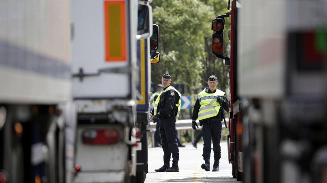 بريطانيا تبحث تعزيز حدودها مع فرنسا لمنع تدفق المهاجرين غير الشرعيين