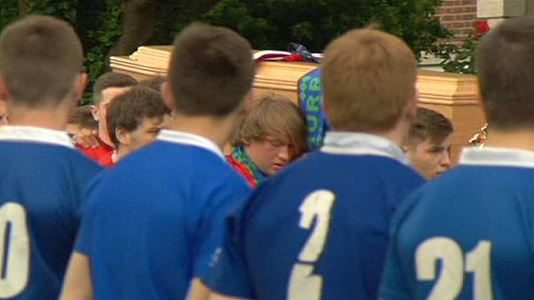 Funerales de dos jóvenes irlandeses muertos en el derrumbe de un balcón