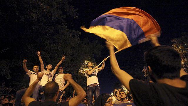 Ermeni eylemcilerden polis şiddetine tepki
