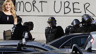 Courtney Love, víctima de los taxistas parisinos, tuitea su agresión