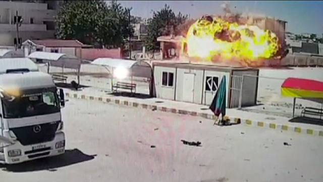 ISIL militants launch counter-offensive and re-enter Kobani