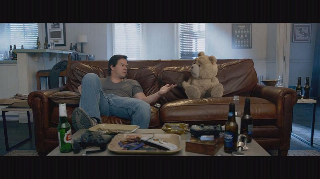 Ted, l'ours en peluche vulgaire et impertinent, revient plus délirant que jamais