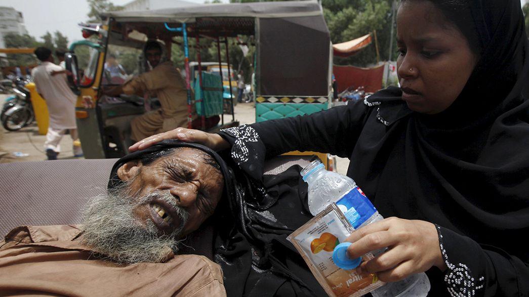 Pakistan'da kavurucu sıcaklar bin can aldı