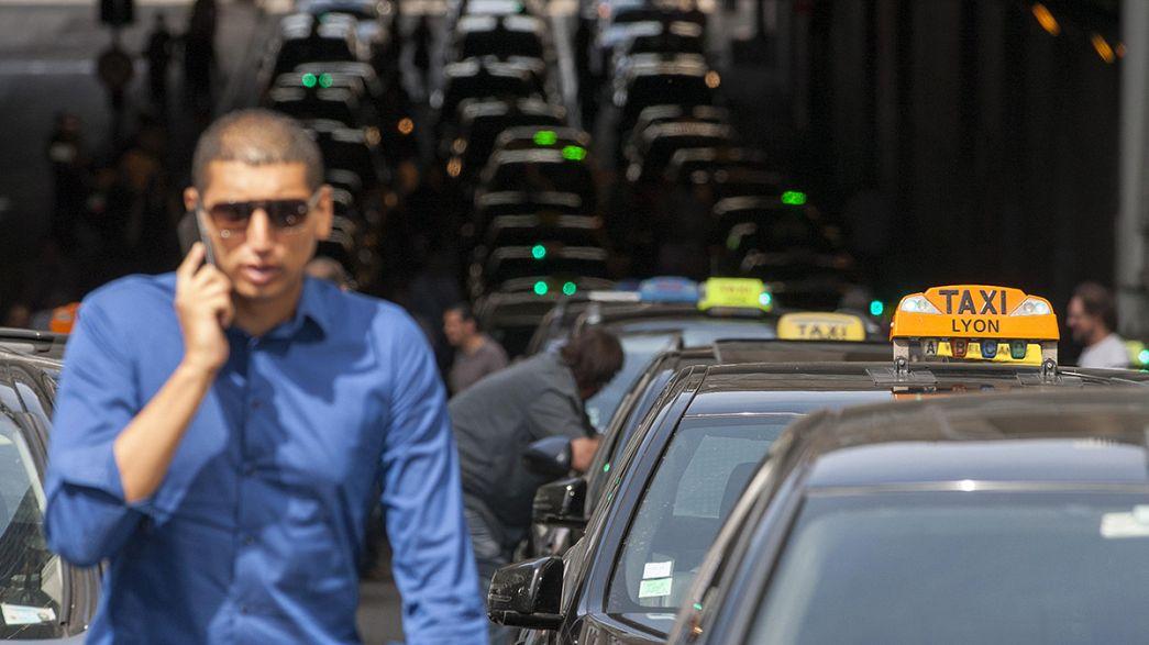 Taxi in corteo a Lione