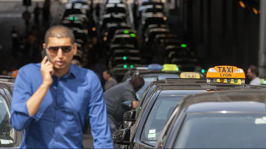 """""""We want it to stop"""", Lyon taxi drivers protest Uber"""