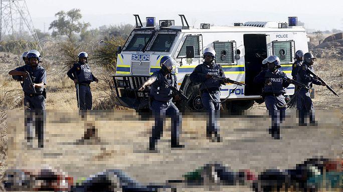 """تحميل شرطة جنوب أفريقيا مسؤولية مقتل عمال مضربين في """"مريكانا"""""""