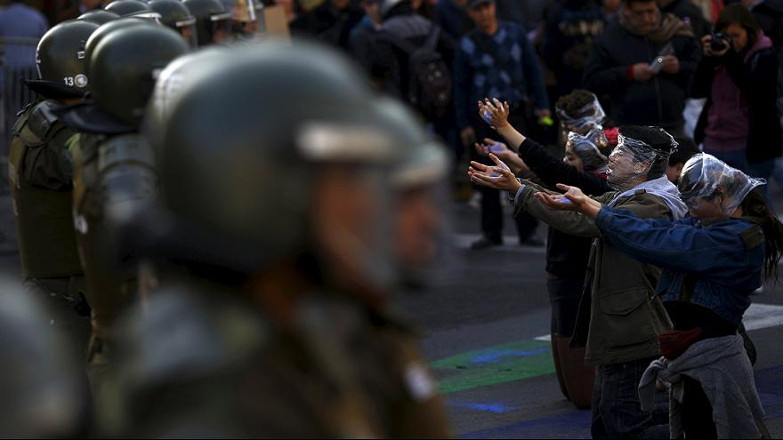 Şili'de öğrenciler polisle çatıştı