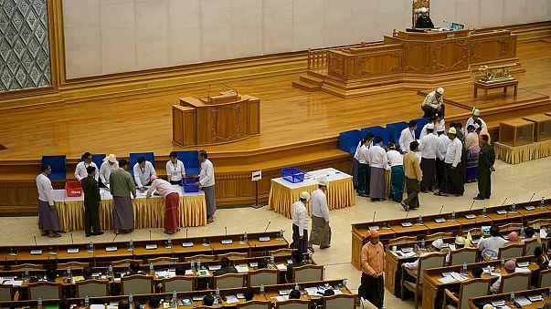 Мьянма: военные сохранили за собой политическую власть