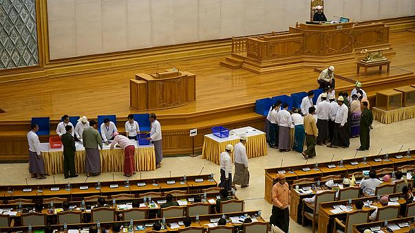 Birmanie : coup dur pour Aung San Suu Kyi